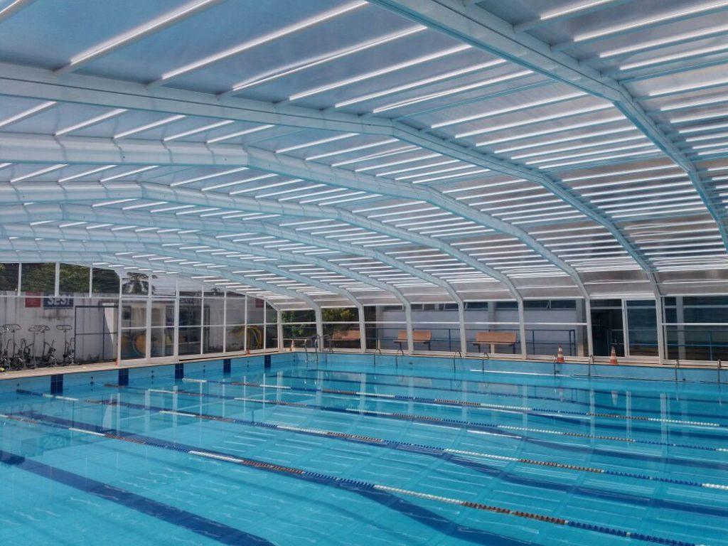 Cobertura retr til de piscina alucober crie o microclima for Cobertura piscina