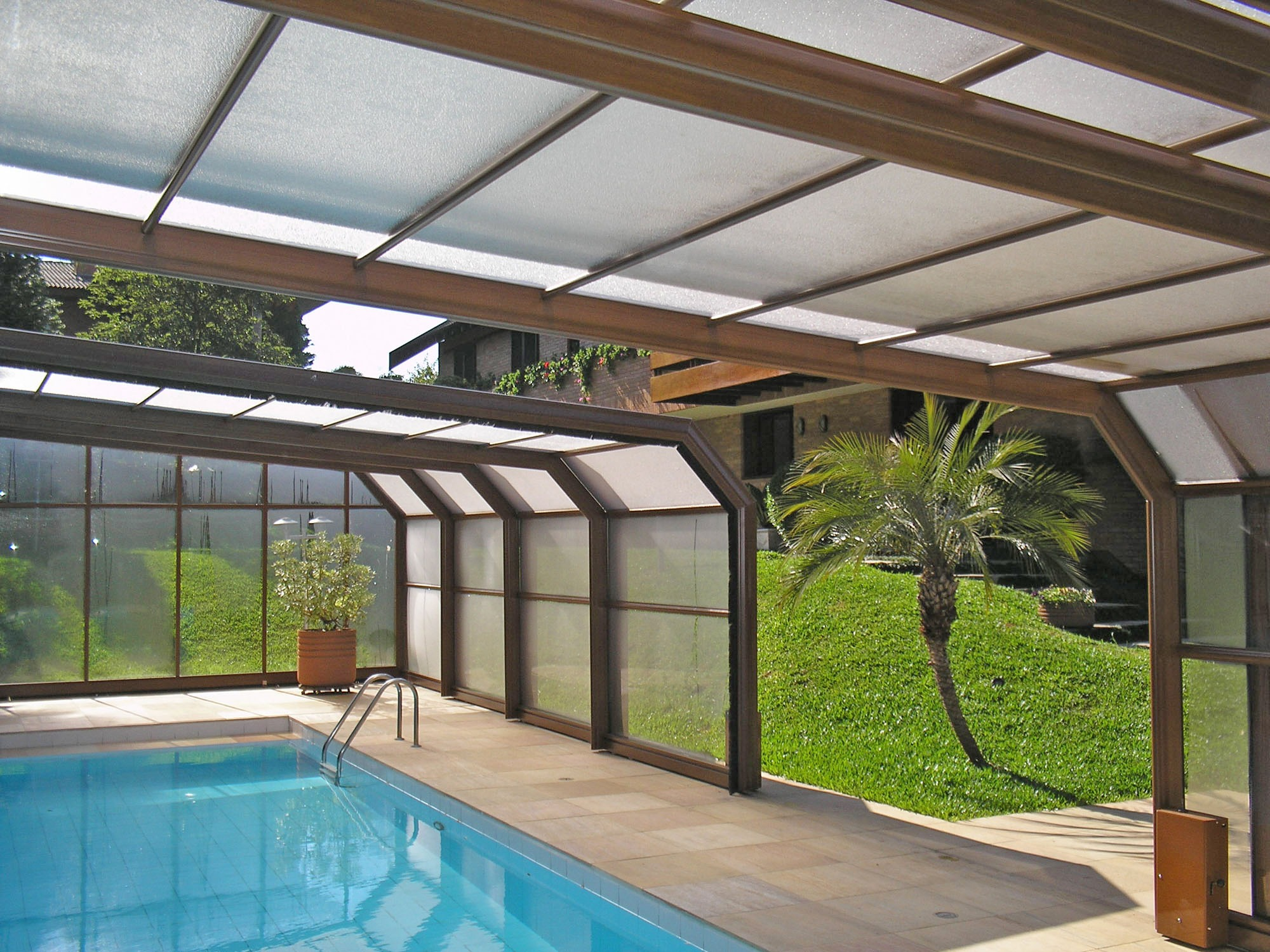 Vale a pena uma cobertura de piscina conhe a os tipos e for Coberturas para piscinas